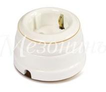 Розетка фарфоровая , двухполюсная, с заземляющим контактом ( D70x45),коллекция ПЕТЕРГОФ, цвет - золото на белом, МезонинЪ GE70301-50