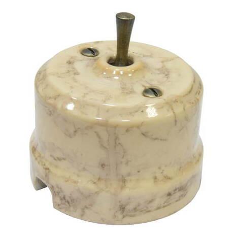 Выключатель 1-кл (проходной) тумблерный Lindas 34531-G, цвет карамель/латунь