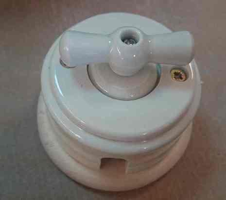Выключатель 1-кл (проходной) 2х позиц. (Слоновая кость) с подроз. береза с КЕР. РУЧКОЙ (БАНТИК) арт.Z003082