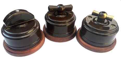 Выключатель 1-кл (проходной) 2х позиц. (Коричневый) с подроз. вишня с МЕТАЛ. РУЧКОЙ бронза арт.Z003204