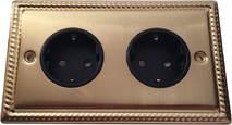 Двойная розетка с заземлением и шторками Balfour Grand D4302BB