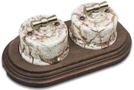 Combi duble-1/ Два выключателя 1-клавишных проходных, в комплекте с 2-местной рамкой Старое дерево мрамор B1-201-09/CD-17