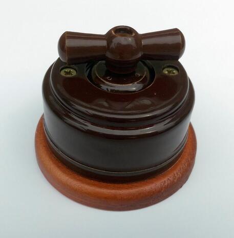 Выключатель 1-кл (проходной) 2х позиц. (Коричневый) с подроз. вишня с КЕР. РУЧКОЙ (БАНТИК) арт.Z003193