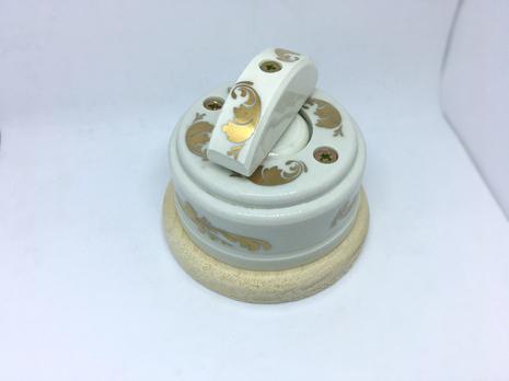 Выключатель 1-кл (проходной) 2х позиц. (Золото) с подроз. береза с кер ручкой (ПОЛУМЕСЯЦ) арт.Z003076