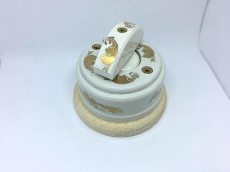 Выключатель 1-кл (проходной) 1 поз. (Золото) с подроз. береза с кер ручкой (ПОЛУМЕСЯЦ) арт.Z003036
