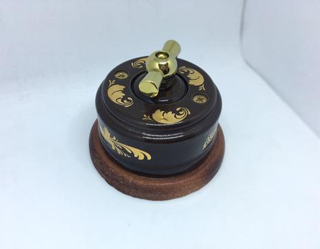 Выключатель 1-кл (проходной) 2х позиц. (Магия золота) с подроз. вишня с МЕТАЛ. РУЧКОЙ золото арт.Z003217