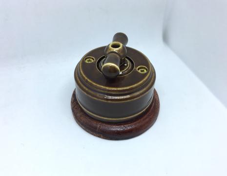 Выключатель 1-кл (проходной) 2х позиц. (Карамель) с подроз. вишня с КЕР. РУЧКОЙ (БАНТИК) арт.Z003201