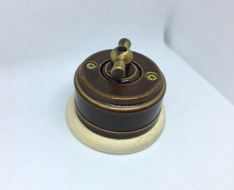 Выключатель 1-кл (проходной) 1 поз. (Черный глянец) с подроз. береза с МЕТАЛ. РУЧКОЙ бронза арт.Z003068