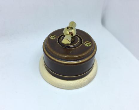 Выключатель 1-кл (проходной) 2х позиц. (Карамель) с подроз. береза с МЕТАЛ. РУЧКОЙ золото арт.Z003111
