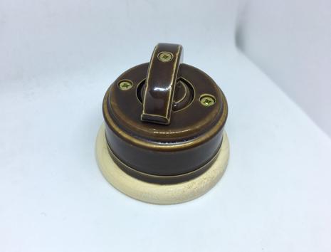 Выключатель 1-кл (проходной) 2х позиц. (Карамель) с подроз. береза с кер ручкой (ПОЛУМЕСЯЦ) арт.Z003081