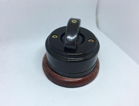 Выключатель 1-кл (проходной) 1 поз. ( Черный глянец) с подроз. вишня с кер ручкой (ПОЛУМЕСЯЦ) арт.Z003150