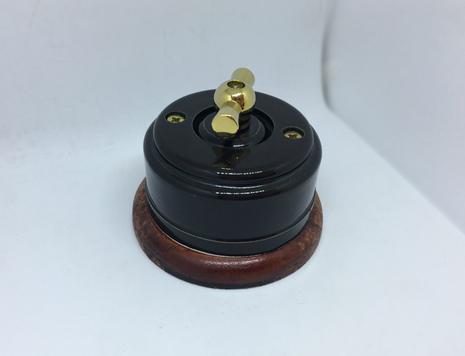 Выключатель 1-кл (проходной) 1 поз. (Черный глянец) с подроз. вишня с МЕТАЛ. РУЧКОЙ золото арт.Z003179
