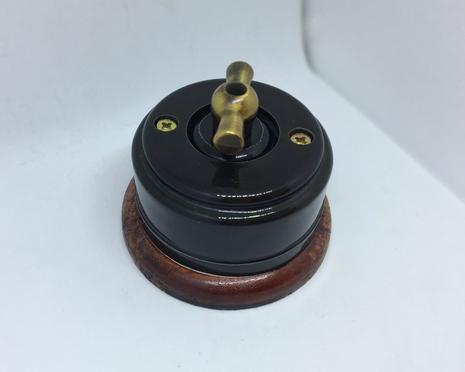 Выключатель 1-кл (проходной) 1 поз. (Черный глянец) с подроз. вишня с МЕТАЛ. РУЧКОЙ бронза арт.Z003178