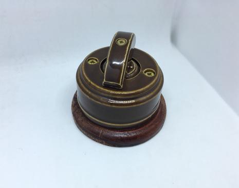 Выключатель 1-кл (проходной) 2х позиц. (Карамель) с подроз. вишня с кер ручкой (ПОЛУМЕСЯЦ) арт.Z003191