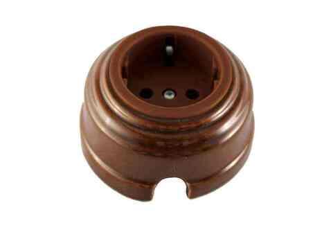 Leanza Розетка проходная с/з, цвет bruno (коричневый), серебристый саморез РПКС